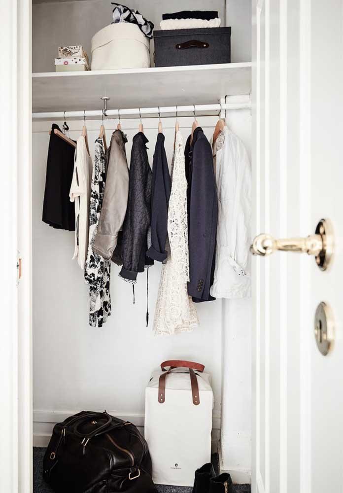 Para as mulheres pode ser difícil manter um armário cápsula feminino, mas saiba que é um ótimo exercício de desapego.