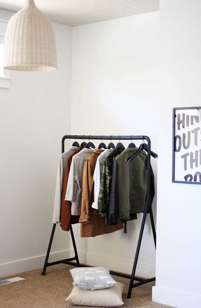 Se a estação é inverno, escolha roupas apropriadas para compor o seu armário cápsula.