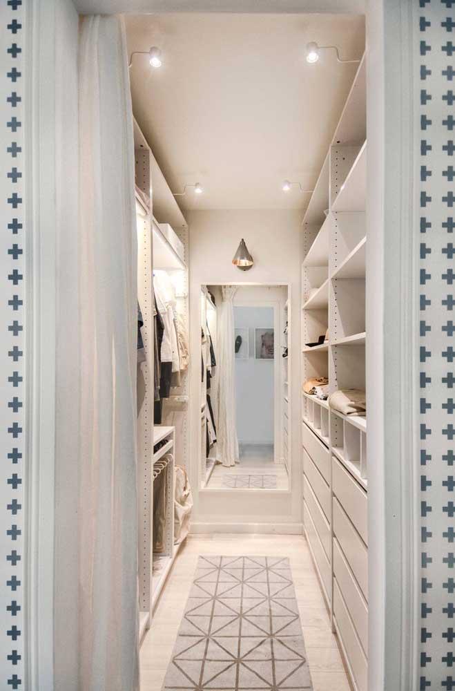 Depois que aderir ao armário cápsula vai perceber que não há mais necessidade de manter um closet enorme.