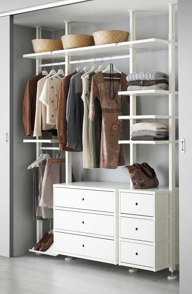 Tente variar as peças que vão compor o armário cápsula para você fazer combinações entre elas.