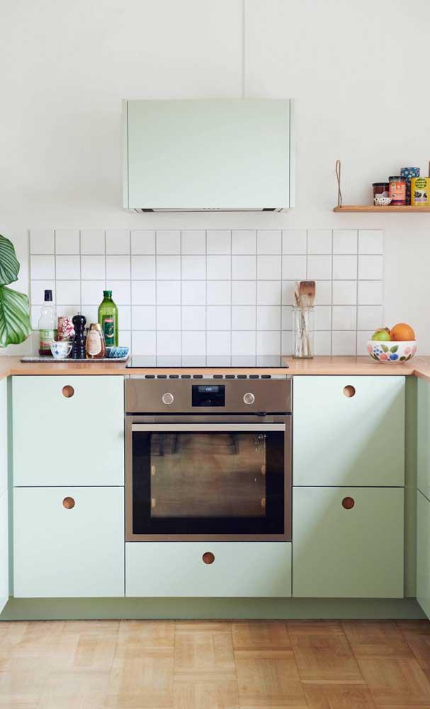 O armário de cozinha planejado pequeno é perfeito para encaixar em qualquer lugar.