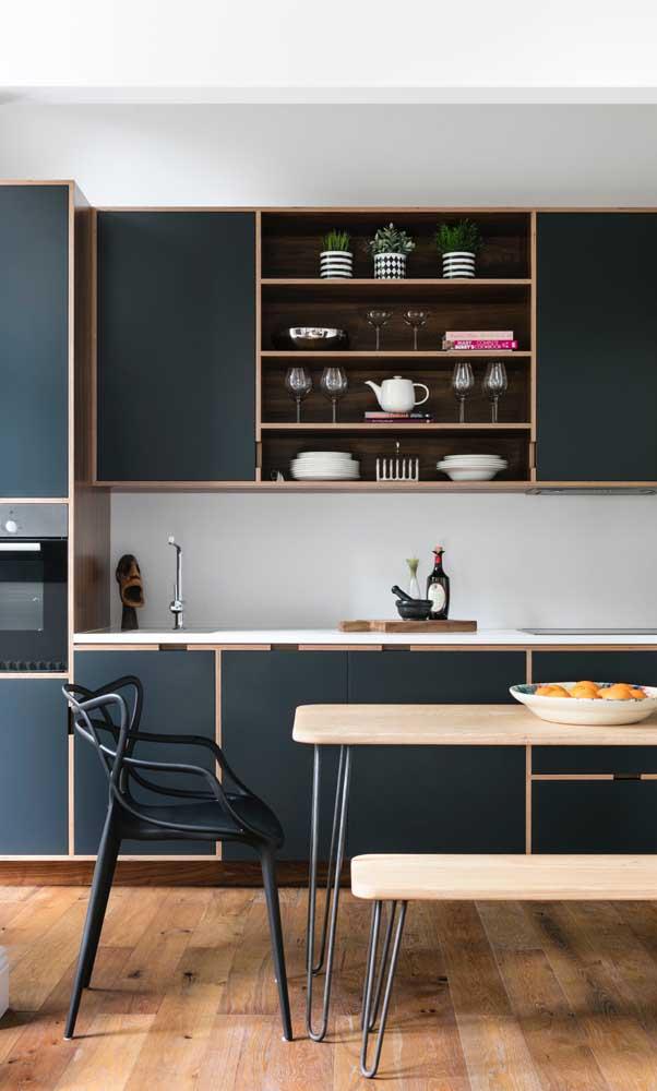 O armário de cozinha planejado é perfeito para guardar todos os seus utensílios.