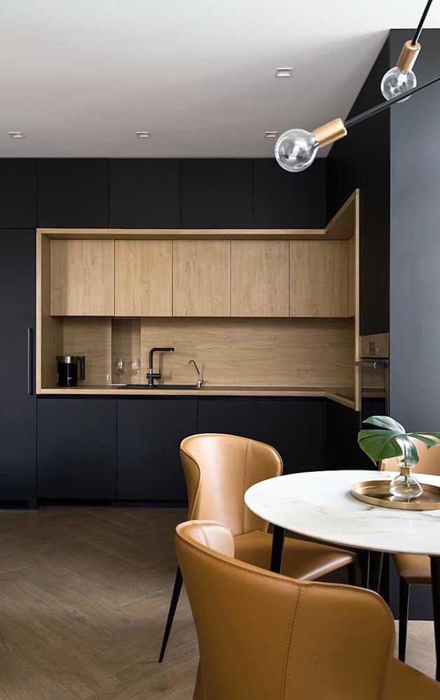 Você pode optar por diferentes cores e materiais na hora de fazer o armário de cozinha planejado.