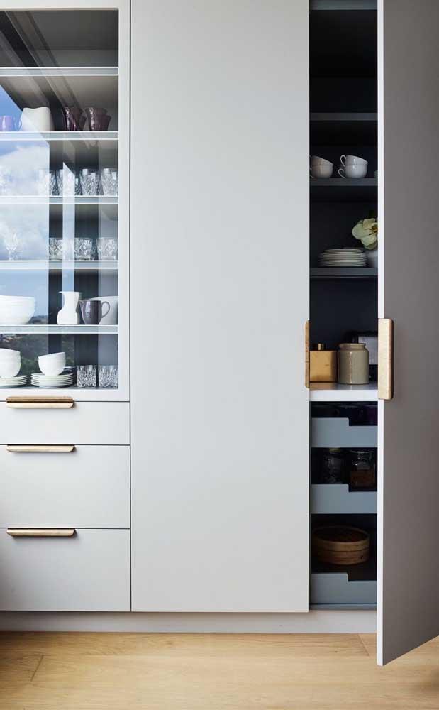O armário planejado de vidro para cozinha é um móvel mais sofisticado.