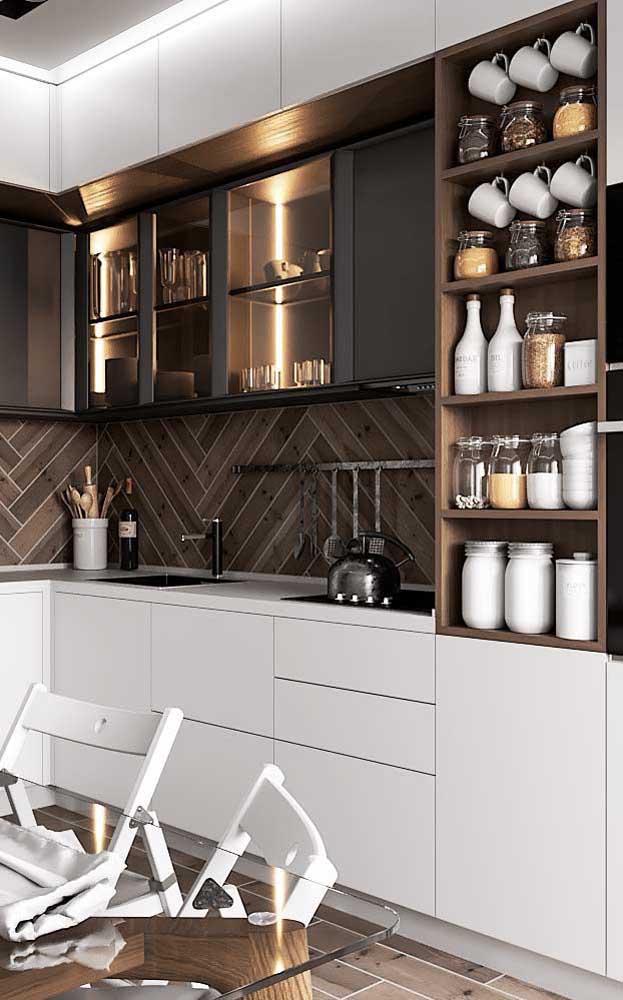 Que tal escolher uma cor para armário superior e outra cor para o armário inferior?