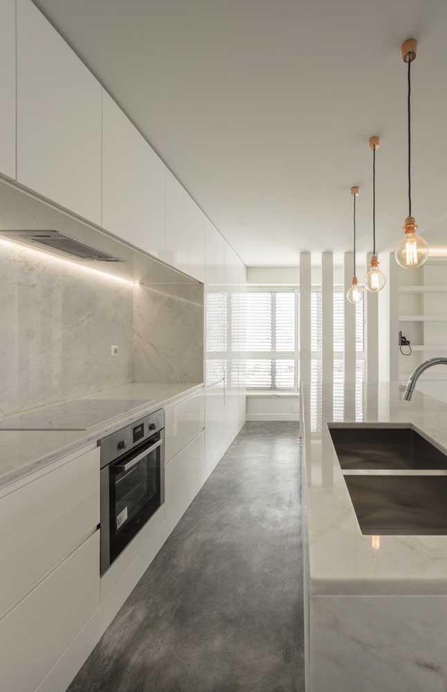 Olha que cozinha mais linda feita com armário planejado.