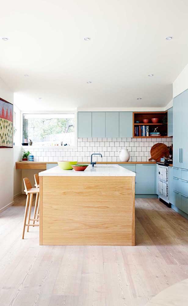 Além do armário de cozinha planejado, você pode escolher um balcão para a pia.