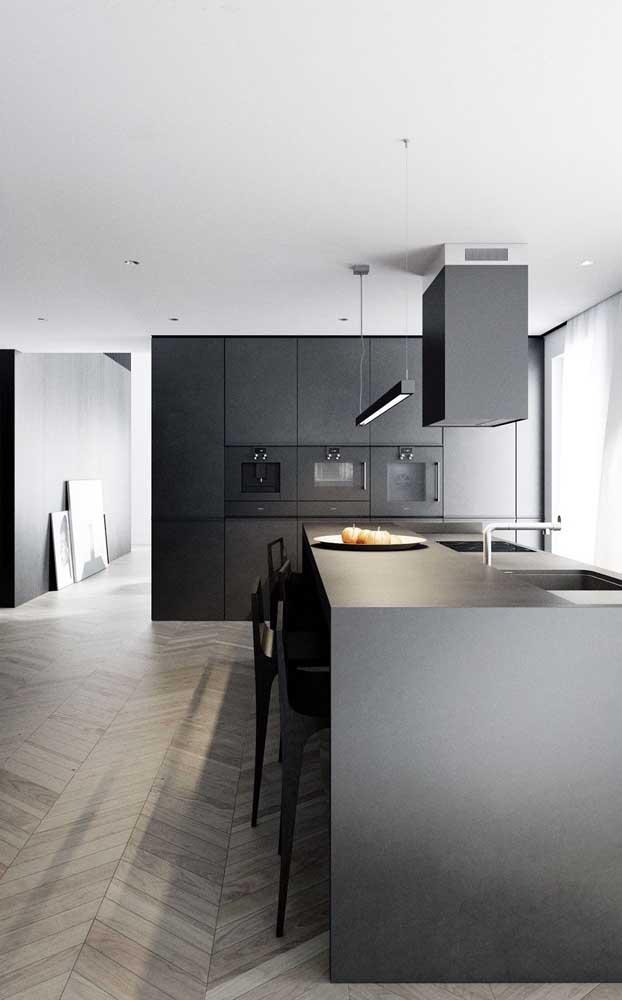 Mais uma opção de armário de cozinha planejado preto.