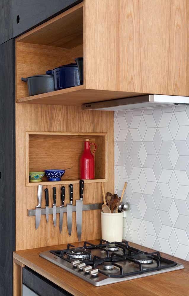 Opte por armário de cozinha planejado simples e práticos.