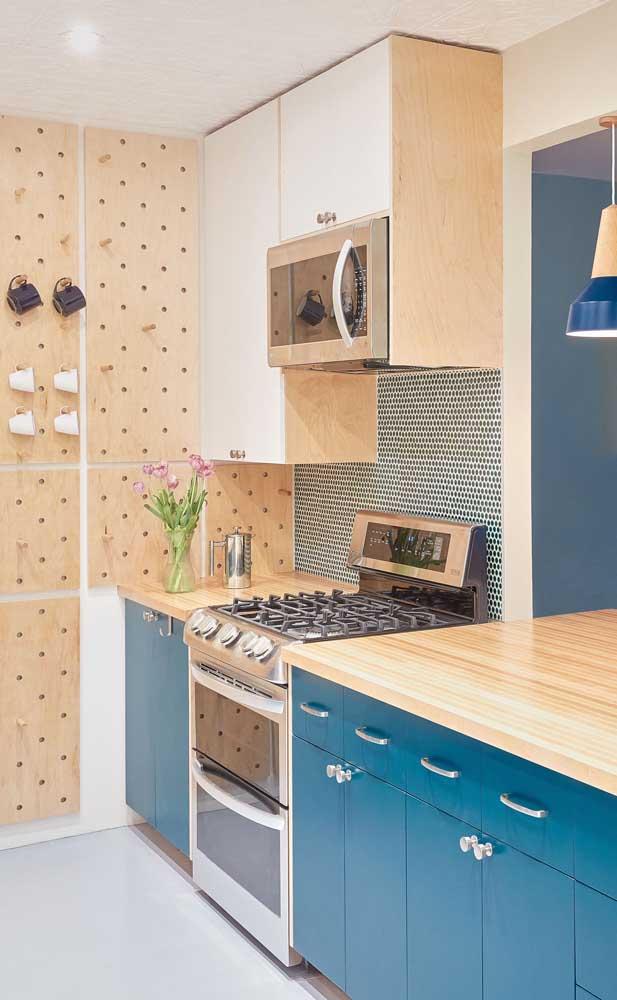 Olha que cozinha mais fofa feita com armário planejado.