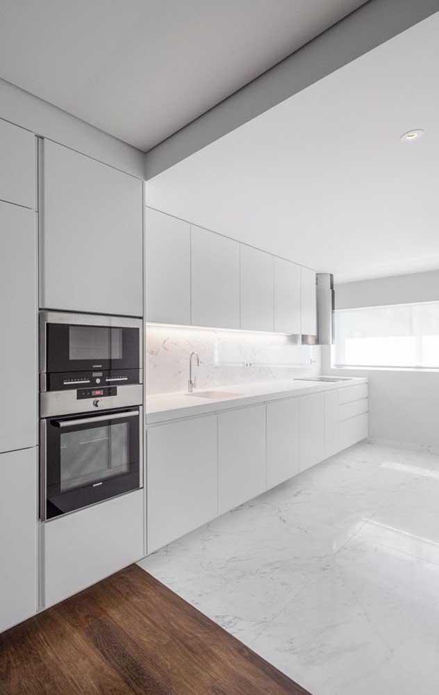 Você pode optar por pisos diferentes para separar um cômodo do outro.