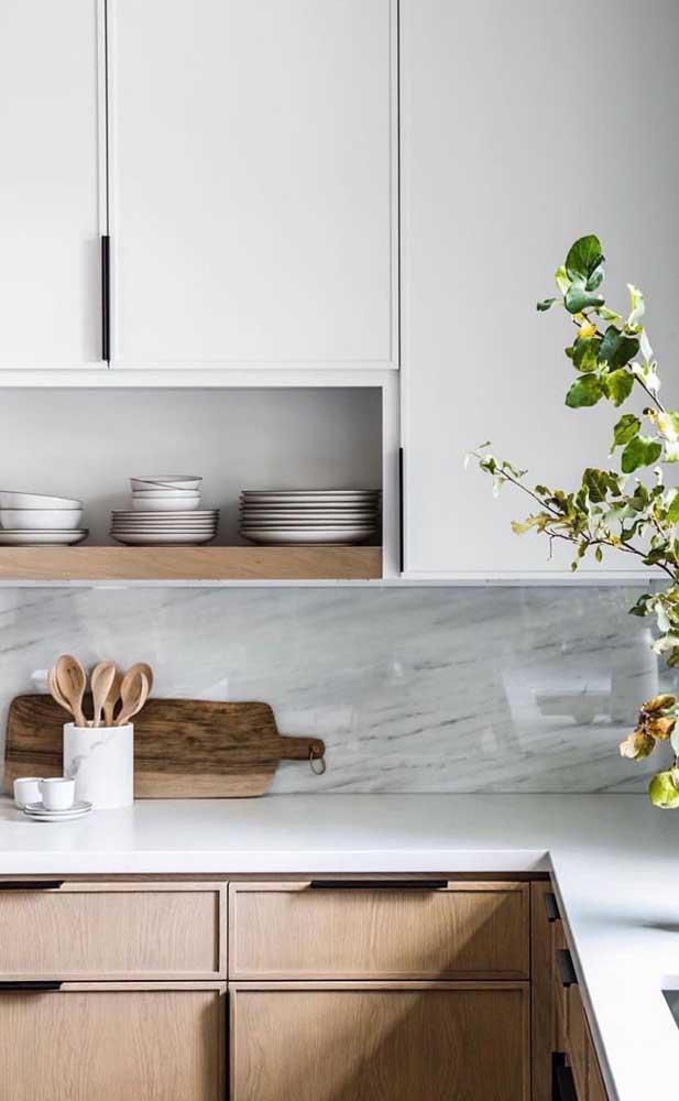 O armário de cozinha planejado branco é a opção mais barata no mercado.
