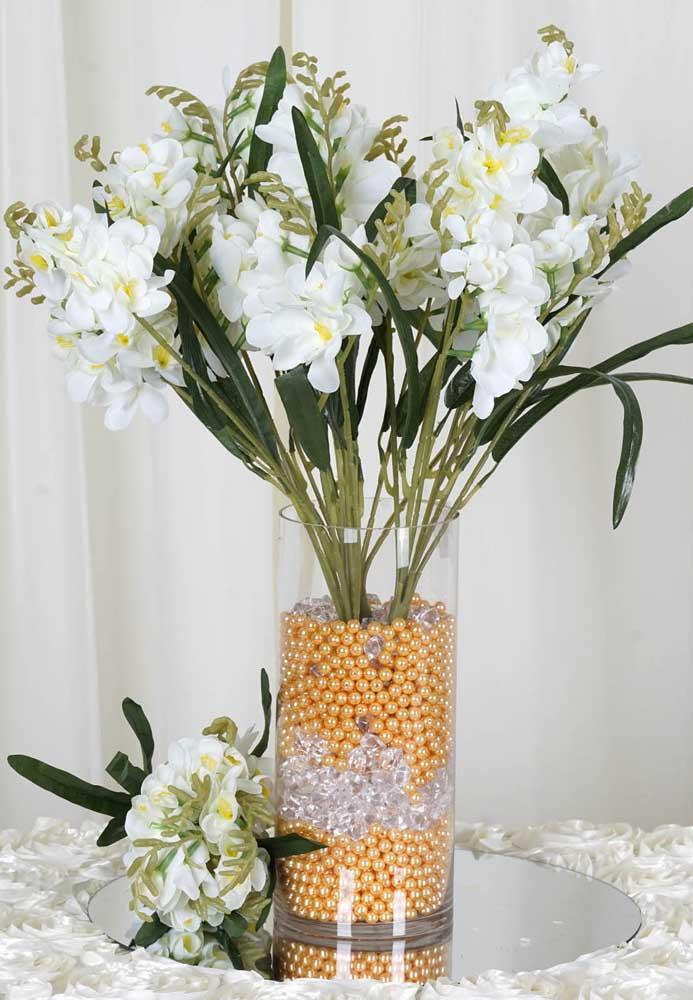 O centro de mesa da sua festa vai ganhar vida com esse arranjo que dá amplitude na decoração e vem cheio de detalhes delicados