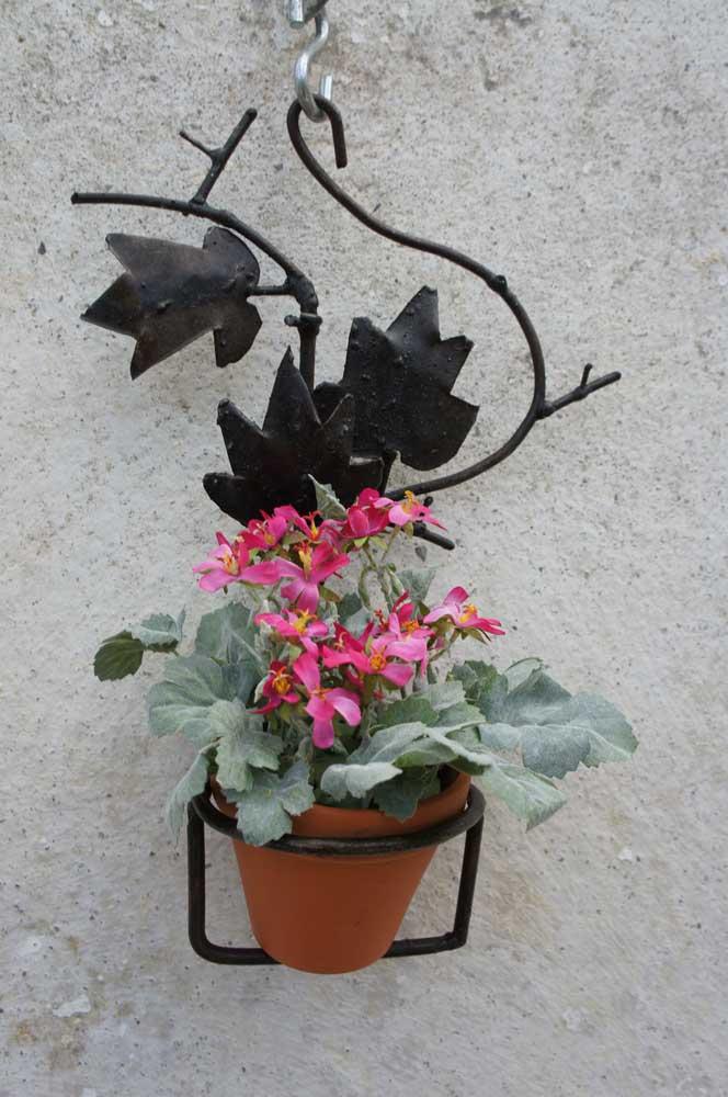 Mesmo nos arranjos aéreos e nas áreas externas é possível utilizar as flores artificiais, que, nesse caso, ficam ainda mais semelhantes às verdadeiras