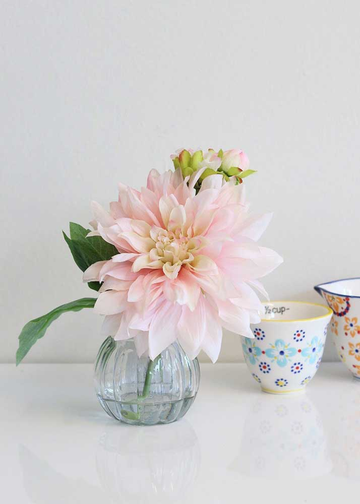 Flor grande para um arranjo pequeno e discreto