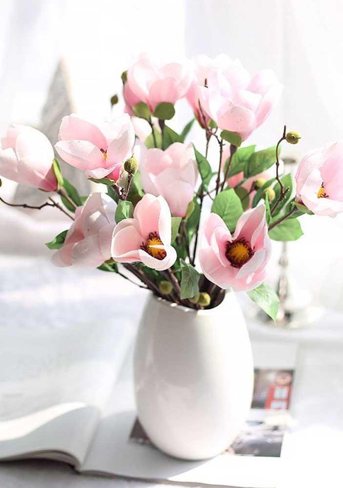 A prova de que um arranjo de flores artificiais pode ser lindo e nada antiquado