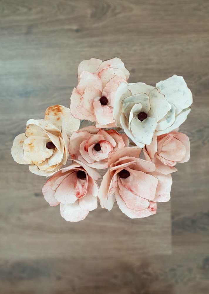 Os detalhes dessas flores artificiais são encantadores