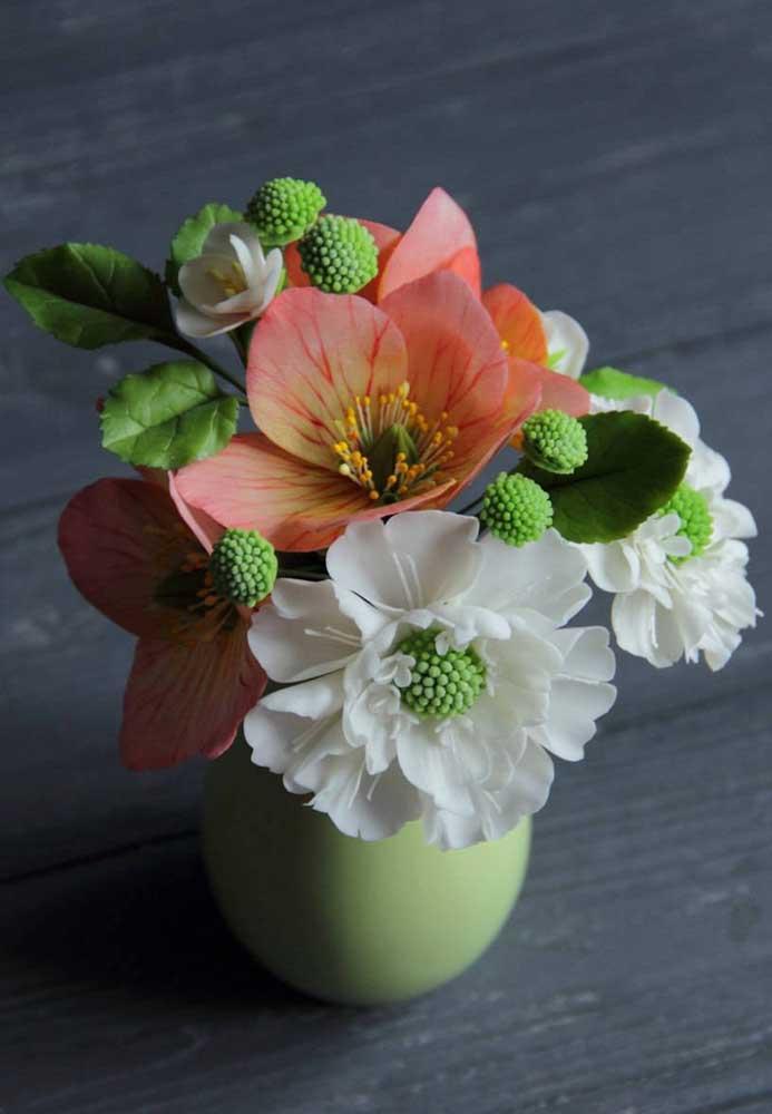 Arranjo de flores artificiais pequeno, perfeito para móveis e ambientes menores