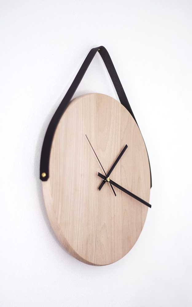 Que tal fazer um artesanato para as pessoas não perderem a hora?