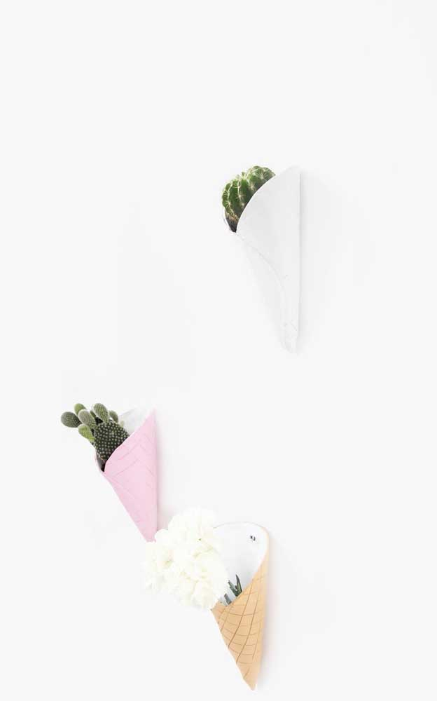 Que tal criar vasos que se fixam na parede para colocar as plantinhas?