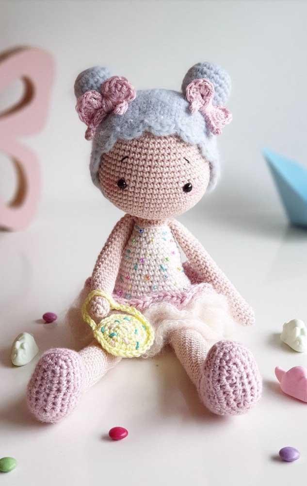 Você pode usar diferentes técnicas artesanais para fazer bonequinhos para as crianças.