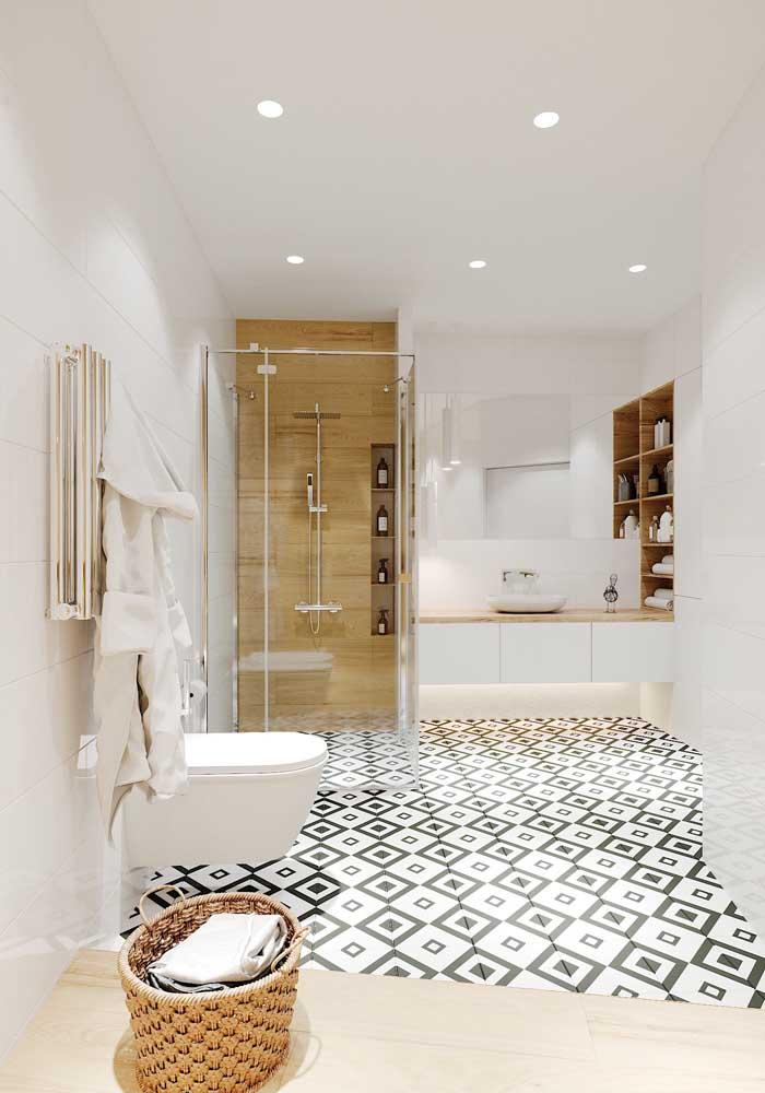 Aposte no estilo minimalista na hora de decorar o banheiro de luxo.