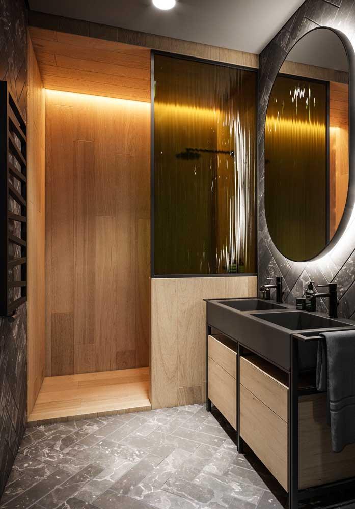 Quem disse que o revestimento de madeira não pode se transformar em algo luxuoso?