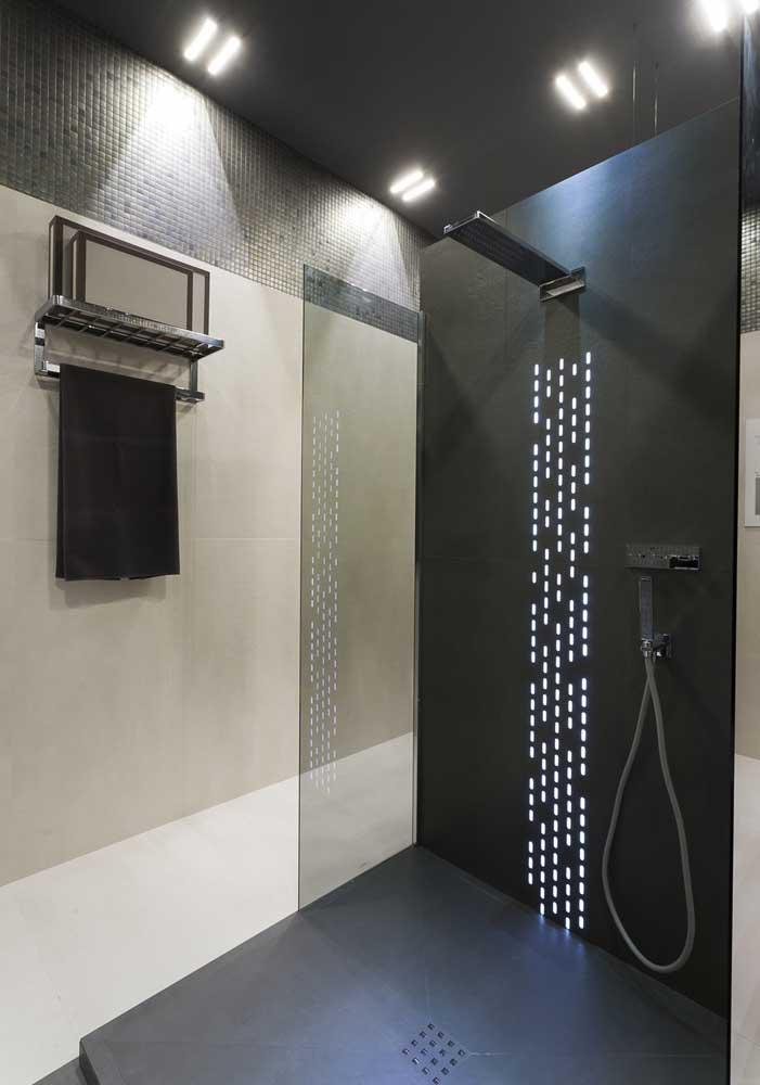 Que tal fazer um banheiro de luxo preto?