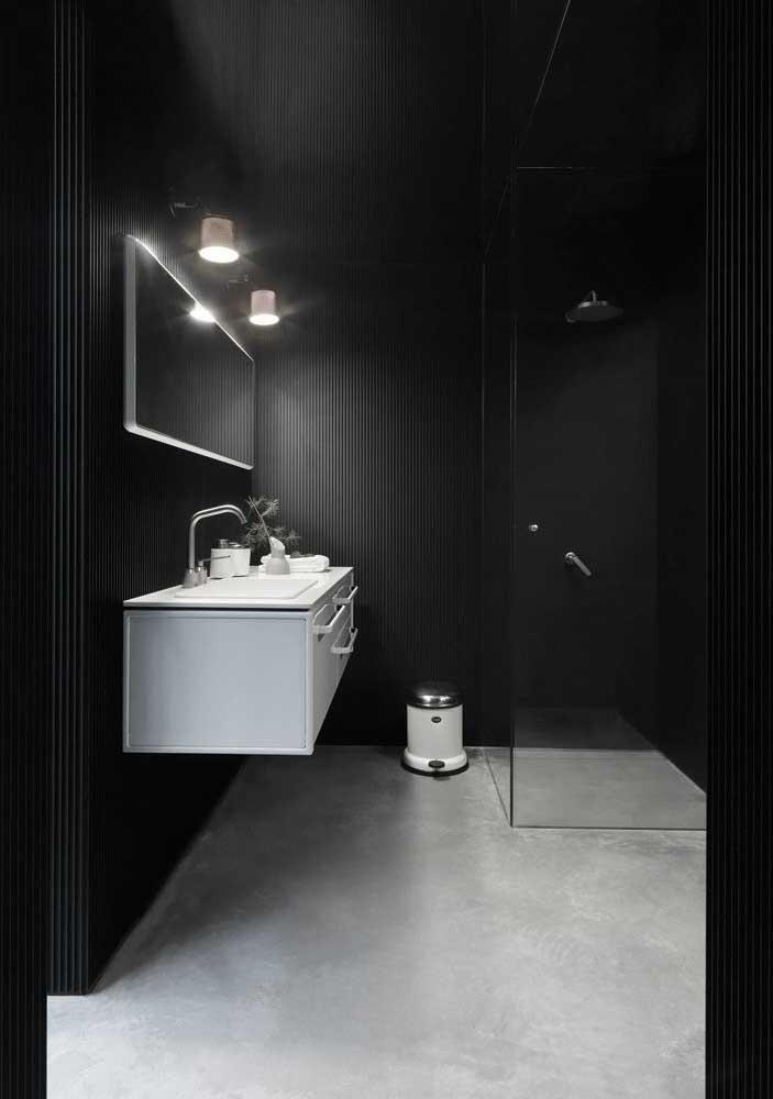 Confira outra opção de banheiro de luxo preto.