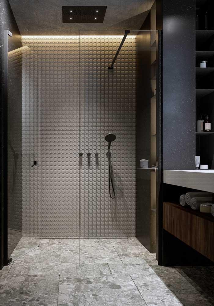 Escolha revestimentos apropriados para colocar na área do chuveiro.