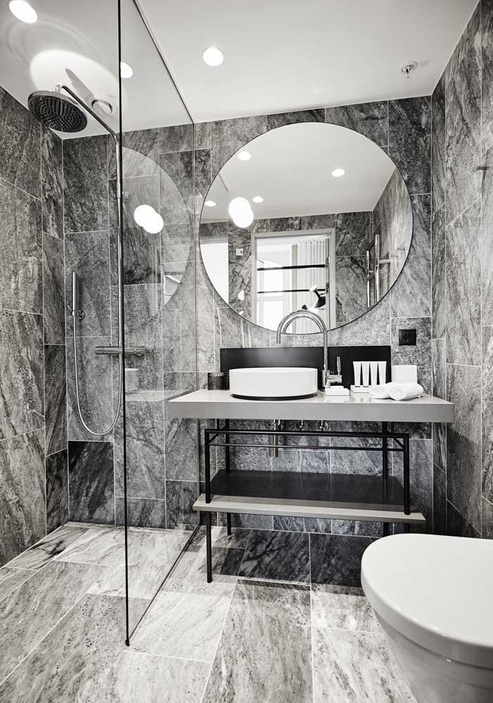 Olha que banheiro de luxo mais moderno.