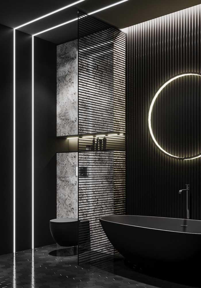 Quem não quer um banheiro com banheira de luxo como esse?