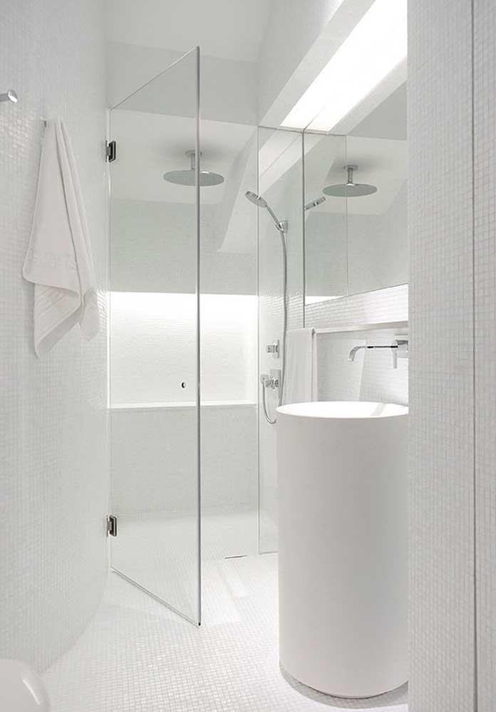 Não há nada mais lindo do que um banheiro totalmente branco.