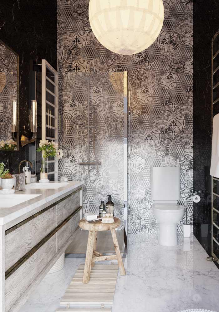 O que acha de colocar um revestimento diferenciado no seu banheiro?