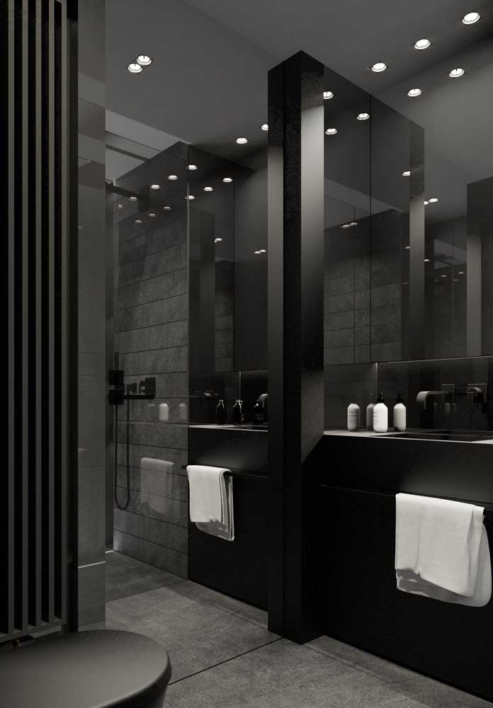 O banheiro de luxo preto é totalmente moderno.