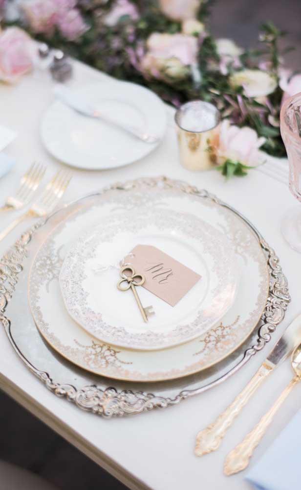 Que tal tirar as louças de família do armário e usá-las no almoço de bodas de prata?