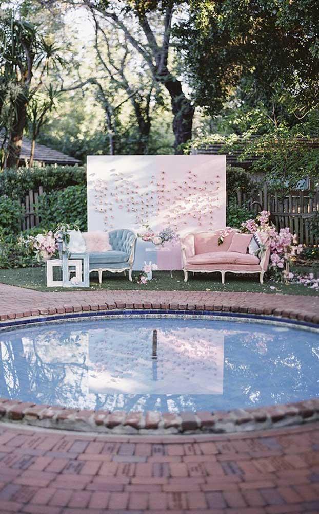 Celebração de bodas de prata na beira da piscina