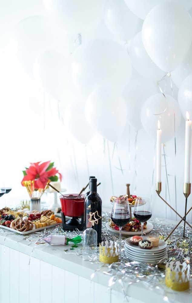 Confetes e balão para encher a festa de bodas de prata de alegria e alto astral