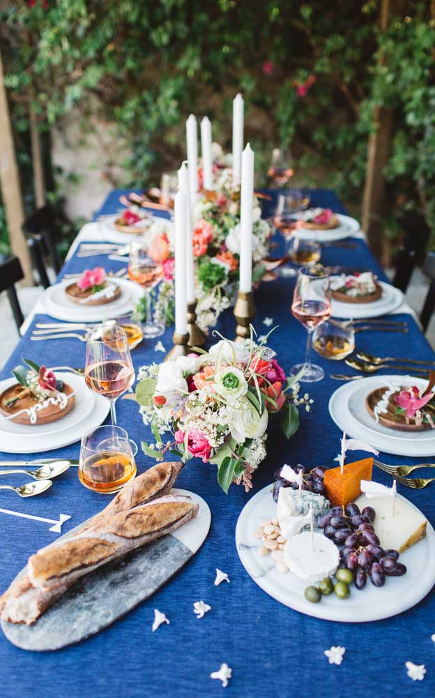 Que tal incluir um pouco de azul na decoração de bodas de prata?