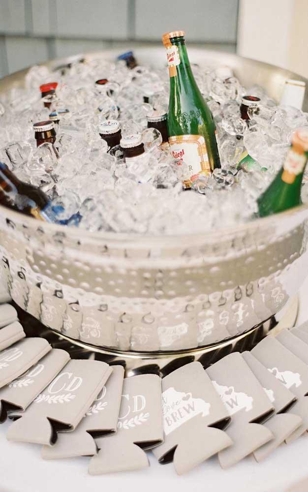 O balde de gelos da festa também tem que ser prata!