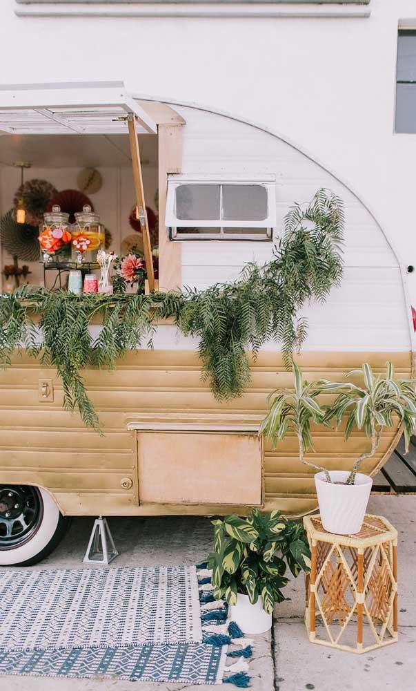 O que acha de transformar o trailer em um bar para a festa de bodas de prata?