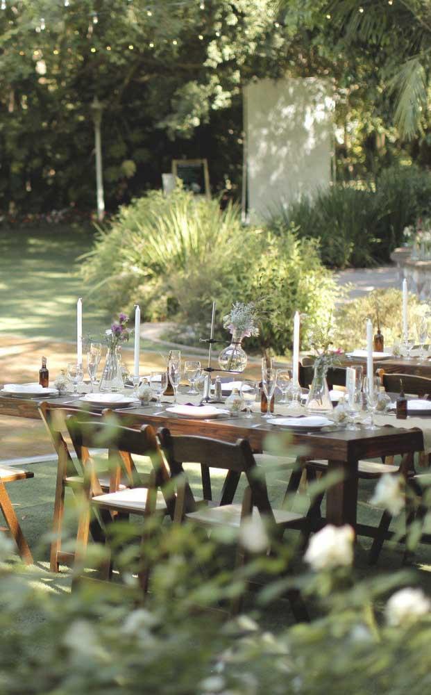 Festa de bodas de prata ao ar livre, ideal para um almoço em família