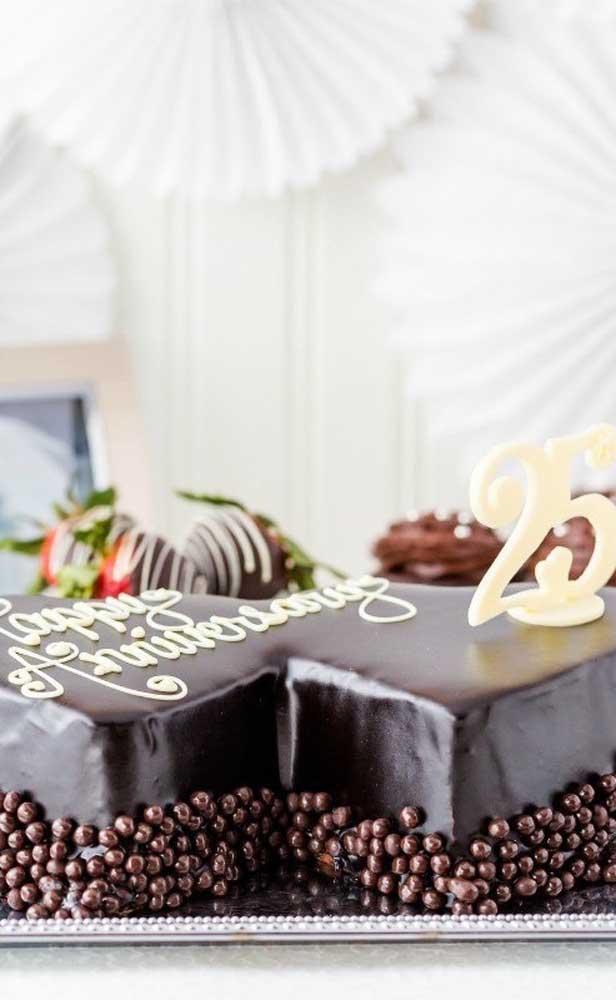 Bolo de bodas de prata de chocolate, por dentro e por fora!