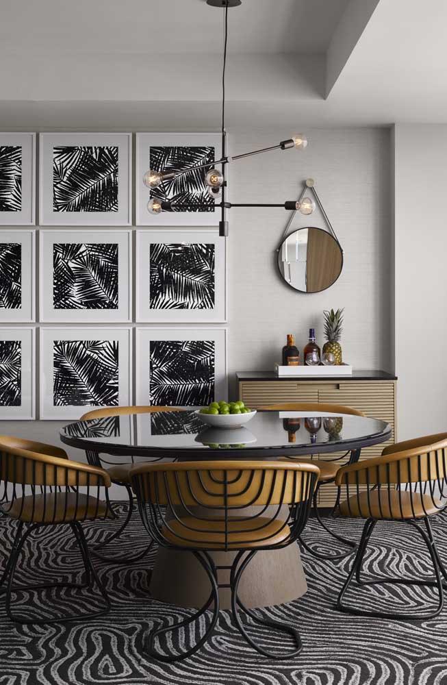 É impossível não perceber como essa cadeira de jantar moderna é perfeita.