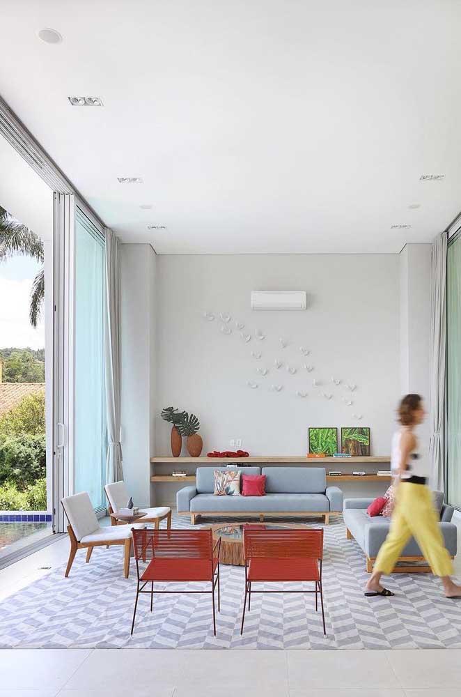 Opte por cadeiras que combinem com a decoração do ambiente.