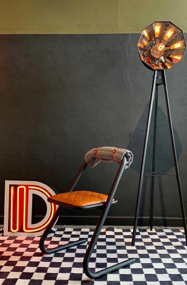 Quer cadeira mais moderna do que essa?
