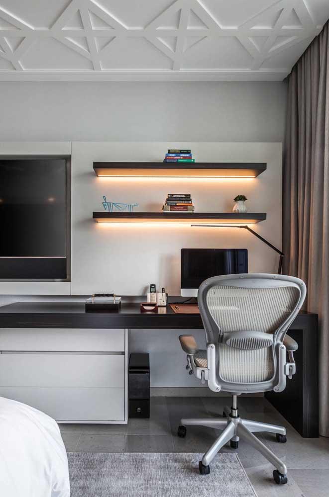 Escolha modelos de cadeiras confortáveis para o escritório.