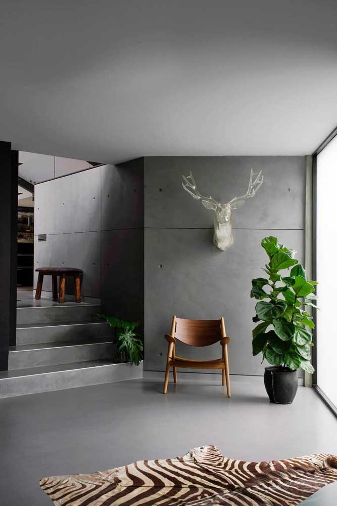 É impressionante como a cadeira de madeira combina com a maioria dos ambientes.