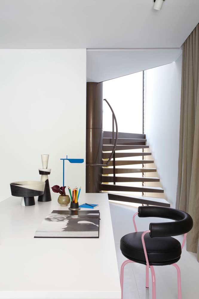 Opte por um modelo de cadeira com design diferenciado na hora de decorar a sua casa.