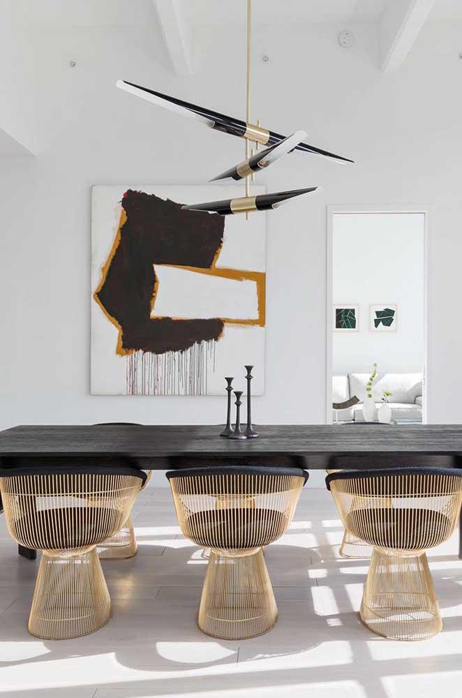 Agora se você quer chamar atenção, aposte em designs modernos e sofisticados na hora de escolher o conjunto de cadeira e mesa de jantar.